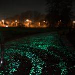 Светящиеся камни – оригинальное решение дизайна двора, крыльца, дорожки